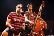 """Igor Martínez -cajón y cantante- y Oscar """"Wildcat"""" Calleja -contrabajista- de Santiago Delgado y los Runaway Lovers (05/09/2014)"""
