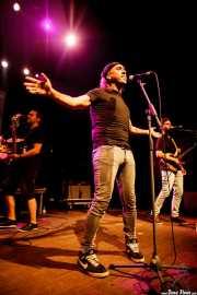 Mikel Bizar -cantante-, Jorge Alonso -bajista- y Jagoba Ormaetxea -guitarrista- de Jare (05/09/2014)
