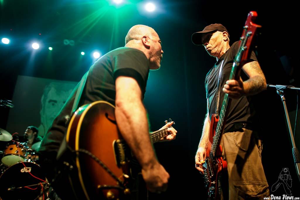 "Joakin González -guitarrista-, Neil O'Keeffe -bajista- y Jon Andoni Pérez ""Jonan"" -baterista- de M.C.D. (06/09/2014)"