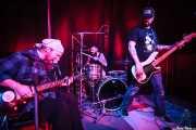 Freddie J IV -cantante y guitarrista-, Joe Bent -bajista, cantante y Skateboard slide guitar- y Pete Dio -baterista- de Left Lane Cruiser (10/10/2014)