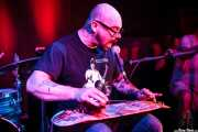 Joe Bent, bajista, cantante y Skateboard slide guitar de Left Lane Cruiser (10/10/2014)