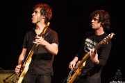 Julien Elsie -guitarrista y cantante- e Ismael Tovar DelaRosa -bajista- (11/10/2014)