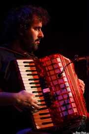 Igor Arzuaga, teclista y acordeonista de Luis Vil y la Mala Crianza (11/10/2014)