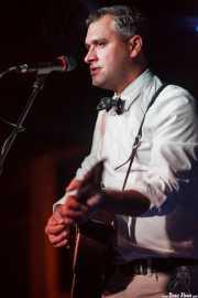 Mark Sasso, cantante, guitarrista y banjista de Elliott Brood, Sala Azkena. 2014