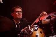 Tim Weller, baterista de The Divine Comedy (Bilbao Exhibition Centre (BEC), Barakaldo, 2014)