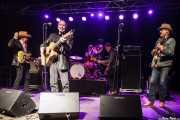 Dave Alvin -guitarrista y cantante-, Phil Alvin -cantante, guitarrista y armonicista-, Lisa Pankratz -baterista-, Brad Fordham -bajista- y Chris Miller -guitarrista- de de Dave Alvin & Phil Alvin with The Guilty Ones, Ficoba. 2014