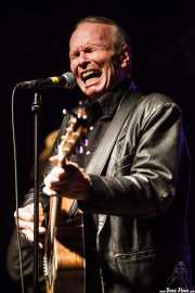 Phil Alvin -cantante, guitarrista y armonicista- de Dave Alvin & Phil Alvin with The Guilty Ones, Ficoba. 2014