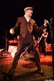 """Iñaki García """"Igu"""" -cantante y armonicista- y Danilo Foronda -bajista- de The Allnighters, Sala Cúpula (Teatro Campos Elíseos). 2014"""