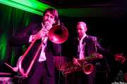 Guillaume Nuss -trombonista- y Fred Gardette -saxofonista- de The Buttshakers, Kafe Antzokia. 2014