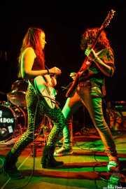 Ana Pérez -cantante y guitarrista- y Michael Vera -guitarrista- de Educados, Sala Cúpula (Teatro Campos Elíseos). 2014