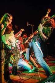 Ana Pérez -cantante y guitarrista- Tomas Olaizola -bajista-, Esteban Gaviria -baterista- y Michael Vera -guitarrista- de Educados, Sala Cúpula (Teatro Campos Elíseos). 2014