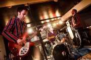 Glenn Ian Page -guitarrista y cantante-, Neil Scott Fromow -baterista- y Steven Brian Huggins -bajista- de The Len Price 3, Purple Weekend Festival. 2014