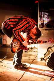 Steven Brian Huggins, bajista de The Len Price 3, Purple Weekend Festival. 2014