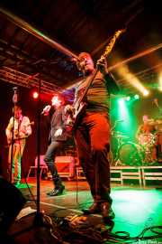 "Vincent ""VanGogo"" Vidor -guitarrista-, Barnaby Street Weissmuller -cantante-, Alain Number 9 -bajista-y Alexandre Fuggets -baterista- de The Gentlemen's Agreements, Purple Weekend Festival. 2014"