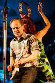 Joe Emery -guitarrista y cantante- y Jeanine Attaway -teclista- de The Ugly Beats, Purple Weekend Festival. 2014