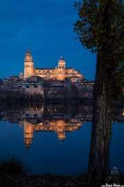 Catedral Nueva de la Asunción de la Virgen de Salamaca y reflejo en el río Tormes (12/12/2014)