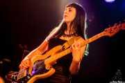 Lora Green, bajista de Redneck Surfers, CAEM - Sala B. 2014