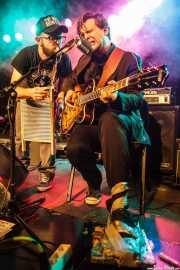 "Niko Somethingski -banjista, percusionista y cantante- y Mateusz Pleśniak ""Matt"" -cantante, guitarrista y panderetista- de The Freeborn Brothers, CAEM - Sala B. 2014"