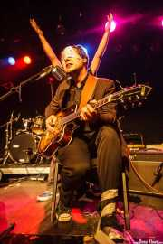 "Mateusz Pleśniak ""Matt"", cantante, guitarrista y panderetista de The Freeborn Brothers, CAEM - Sala B. 2014"