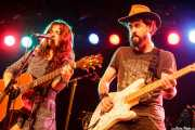 Esther Valverde -cantante, guitarrista y violinista- y Dani H. Serrano -guitarrista y cantante- de Bye Bye Lullaby, CAEM - Sala B. 2014