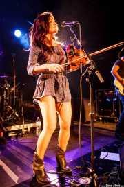 Esther Valverde, cantante, guitarrista y violinista de Bye Bye Lullaby, CAEM - Sala B. 2014