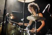 Úrsula Strong, baterista de Niña Coyote eta Chico Tornado, Kafe Antzokia. 2014