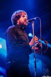 Al Sampedro, cantante, armonicista, percusionista y theremin de The Dealers, Santana 27. 2014