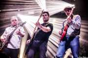 James Hustler -guitarrista-, Albert Hustler -bajista-, Diego Von Hustler -guitarrista- de Screaming George & The Hustlers, Santana 27. 2014