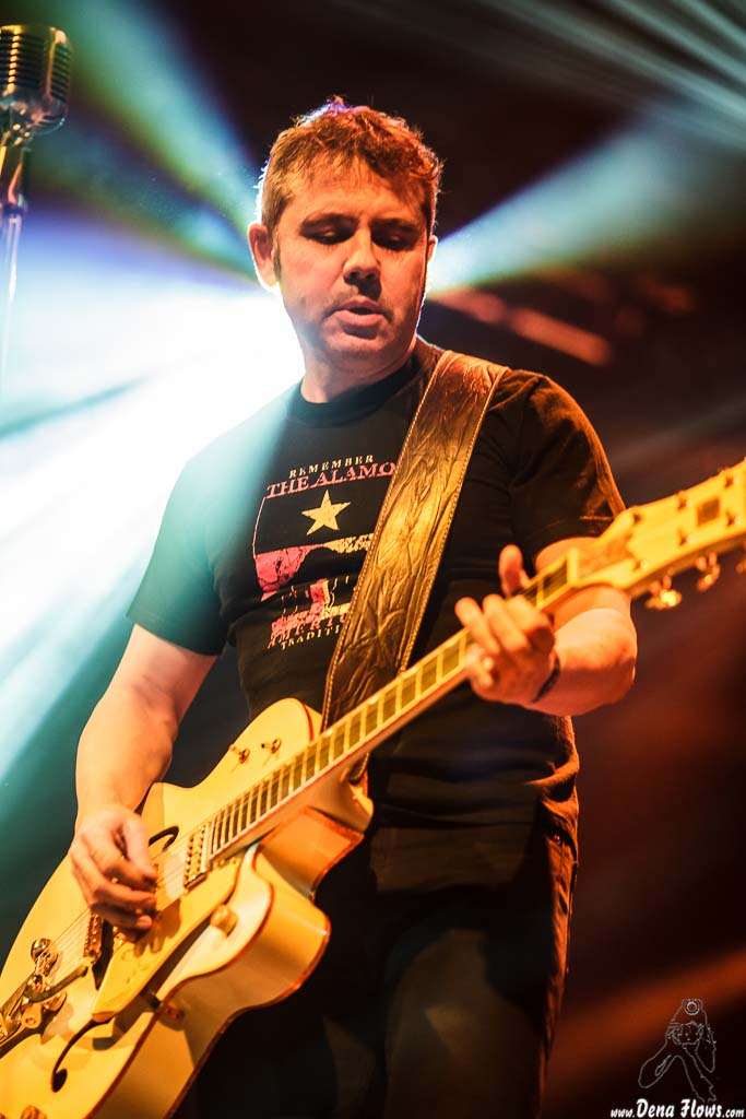 Juan Carlos Parlange, cantante y guitarrista de Help Me Devil, Santana 27. 2014