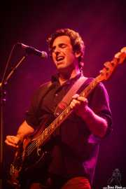 Juan Uribe, bajista y cantante de The Fakeband, Kafe Antzokia, Bilbao. 2015