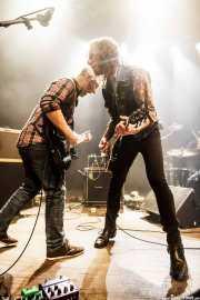 Ander Mujika -guitarrista- y Joseba B. Lenoir -guitarrista y cantante- de Joseba B. Lenoir Trio & Napoka Iria, Kafe Antzokia, Bilbao. 2015