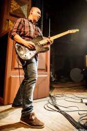 Ander Mujika, guitarrista de Joseba B. Lenoir Trio & Napoka Iria, Kafe Antzokia, Bilbao. 2015