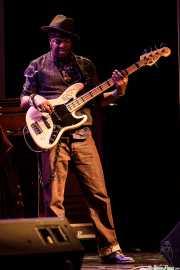 Melvin Brannon, bajista de Booker T. Jones, Sala BBK, Bilbao. 2015