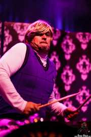 Elbas Tardo, baterista de Ángel Casto y Los Honestos, Kafe Antzokia, Bilbao. 2015