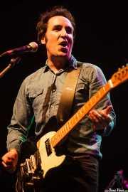 Joseba Irazoki, guitarrista y cantante de Joseba Irazoki eta lagunak, Kafe Antzokia, Bilbao. 2015