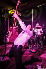 Alberto Zioli -guitarra y voz- y Ravi Low-Beer -batería- de MFC Chicken, Kafe Antzokia, Bilbao. 2015