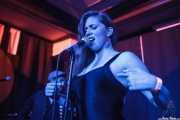 Devid Dell'Aiera -bajo- y Hayley Red -voz- de The Dustaphonics, Kafe Antzokia, Bilbao. 2015