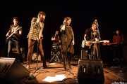 Tórax -bajo-, Char-Lee Mito -voz-, Mr. Smoky -batería-, Sophia Pell -voz-, Zala Pellejo -guitarra- y Melena Simone -teclado- de Villapellejos, Sala Cúpula (Teatro Campos Elíseos), Bilbao. 2015