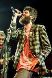 Santiago Delgado -voz y guitarra- y Char-Lee Mito -voz- de Villapellejos & Santiago Delgado y los Runaway Lovers, Sala Cúpula (Teatro Campos Elíseos), Bilbao. 2015