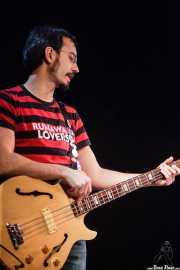 Julio Ortiz, bajista de Santiago Delgado y los Runaway Lovers, Sala Cúpula (Teatro Campos Elíseos), Bilbao. 2015