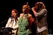 Sir Chul-Min Yoo -voz y teclado-, Alice Francis -voz- y Mr. Goldielocks -voz, programas y samplers-, Sala BBK, Bilbao. 2015
