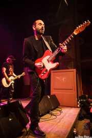 Josele Santiago -voz y guitarra- y Manolo Benítez -guitarra- de Los Enemigos, Kafe Antzokia, Bilbao. 2015