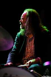Paul May, baterista de The Faye Dunaways, Kafe Antzokia, Bilbao. 2015