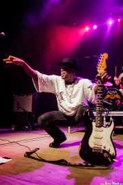 Carvin Jones, guitarrista y cantante de Carvin Jones Band, Kafe Antzokia, Bilbao. 2015