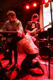 """Iván Lago -teclado-, Chusín Fernández -bajo- y Raúl """"Tod Tomorrow"""" -voz- de Supersiders, Fuzz in the city 2015, Bilbao. 2015"""
