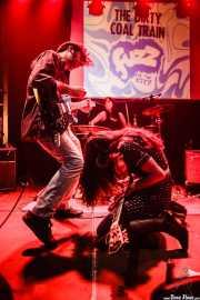 Reverend Jesse Coltrane -guitarra y voz-, Lena Huracán Coltrane -batería- y Conchita de Aragón Coltrane -guitarra y voz- de The Dirty Coal Train, Fuzz in the city 2015, Bilbao. 2015