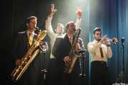 Joel Rocha -saxo barítono-, Pedro Serra -voz-, Hugo Lopes -saxo tenor- y Bruno Rocha -trompeta- de TT Syndicate, Kafe Antzokia, Bilbao. 2015