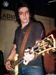 Íñigo Aguirrebalzategi, guitarrista de Dirty Jackets (Palladium, Bilbao, 2003)