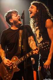 "James Bowman -guitarra- y Jonathan Minto ""Minty"" -cantante invitado- de Against Me!, Kafe Antzokia, Bilbao. 2015"