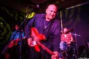 Conor Lumsden -guitarra-, Shane Masterson -batería- y Paul Collins -voz y guitarra- de The Paul Collins Beat, Kafe Antzokia, Bilbao. 2015